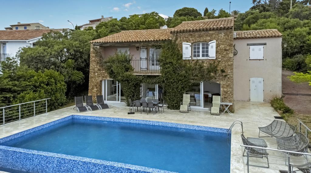 les issambres 1787 luxe villa cote d 39 azur. Black Bedroom Furniture Sets. Home Design Ideas